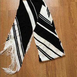 Banana Republic white / black stripe scarf .